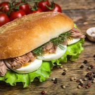 Сендвич с тунцом Фото