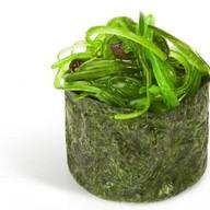 Гункан с салатом чука Фото