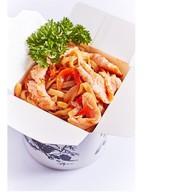 Лапша удон с лососем и овощами Фото