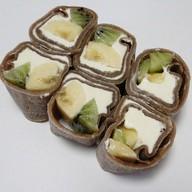 Шоколадный ролл с грушей, бананом, киви Фото