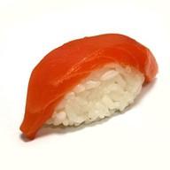 Суши с копченным  лососем Фото