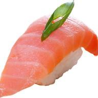 Копченый лосось суши Фото