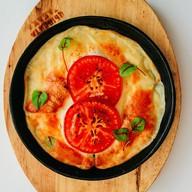 Жареный сулугуни с помидорами Фото