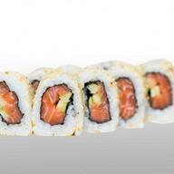 Ролл с лососем и огурцом Фото