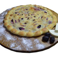 Пирог с ежевикой и сыром Фото