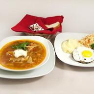 Комплексный обед с бифштексом (щи) Фото