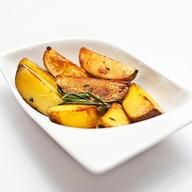Запеченный картофель с травами, чесноком Фото