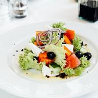 Салат из свежих овощей с маслом Фото