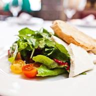 Потрясающий салат из помидоров Фото