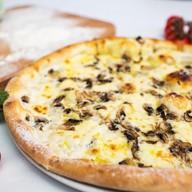 Пицца с шампиньонами Фото