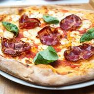 Пицца с итальянской свиной шейкой Коппа Фото