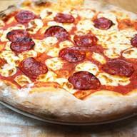 Пицца с колбасками Пепперони Фото