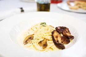 Спагетти с белыми грибами и шампиньонами - Фото