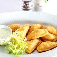 Равиоли фри с курицей и соусом тар-тар Фото