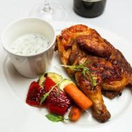 Запеченный цыпленок с овощами гриль Фото