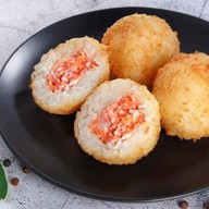 Рисовые шарики с лососем Фото