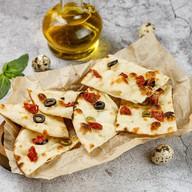 Фокачча с оливками и вялеными черри Фото