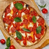 Римская пицца Пепперони Фото