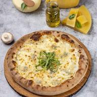 5 сыров на томатном соусе Фото