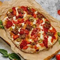 Римская пицца с кебабами Фото