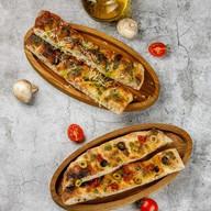 Римская фокачча с оливками и черри Фото