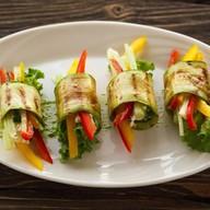 Рулетики из кабачков с овощами и сыром Фото