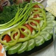 Овощная нарезка с зеленью Фото