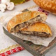 Пирог грибной с сыром Фото