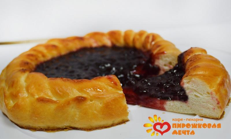 рецепт дрожжевого пирога брусникой фото