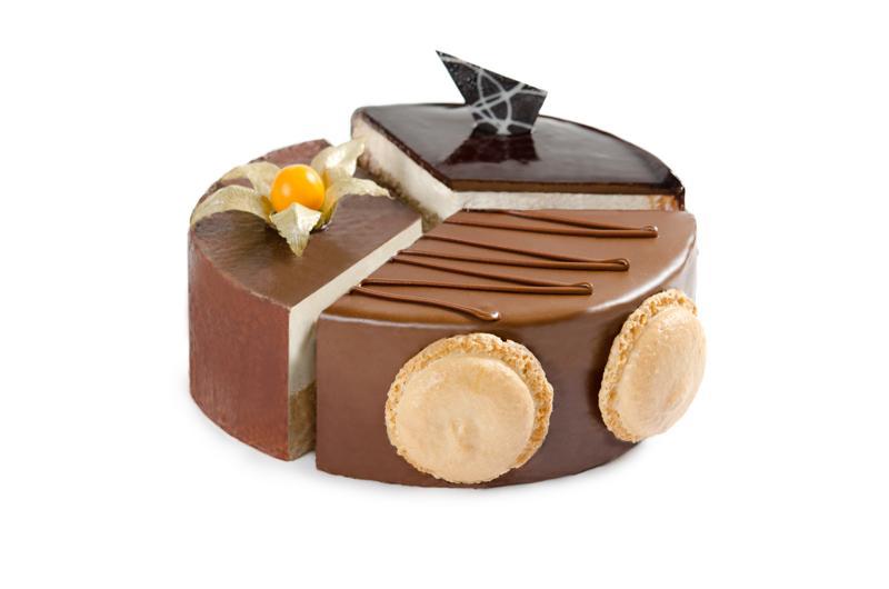 Тонкие коржи слоеного теста, с кремом из сыров буко и маскарпоне в сочетании с кусочками шоколада и супермодного американского печенья кукис.