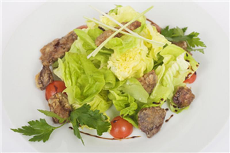 Предлагаю вам попробовать приготовить слоённый вкусный салат из печени минтая!